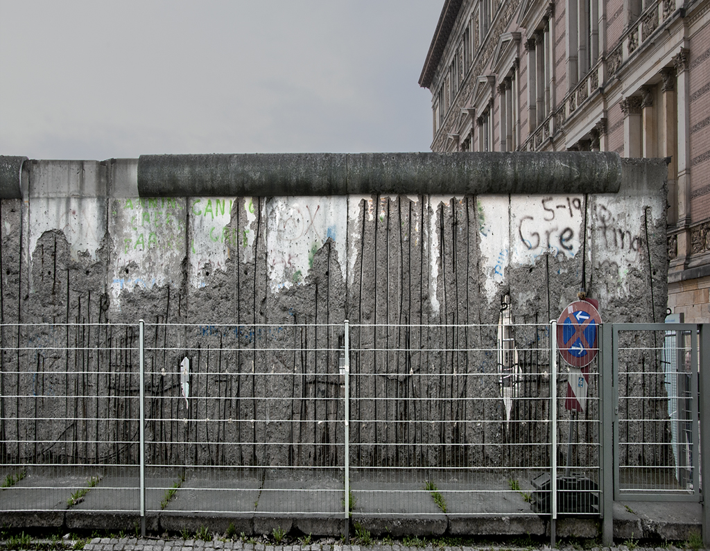 short summary of the berlin wall Free research paper example: the fall of the berlin wall sample essay on the fall of the berlin wall get help with writing essay on berlin wall topic.