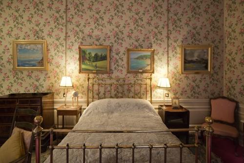 Sir Winston Churchill's Birth Room, Blenheim Palace, Woodstock, 2014 by Leslie Hossack
