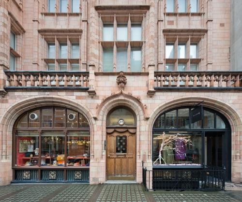 105 Mount Street, London 2014 by Leslie Hossack