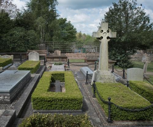 Churchill Family Plot, Saint Martin's Churchyard, Bladon 2014 by Leslie Hossack