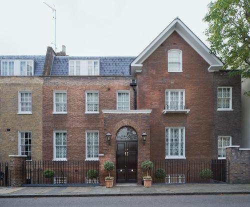 28 Hyde Park Gate, London 2014 by Leslie Hossack