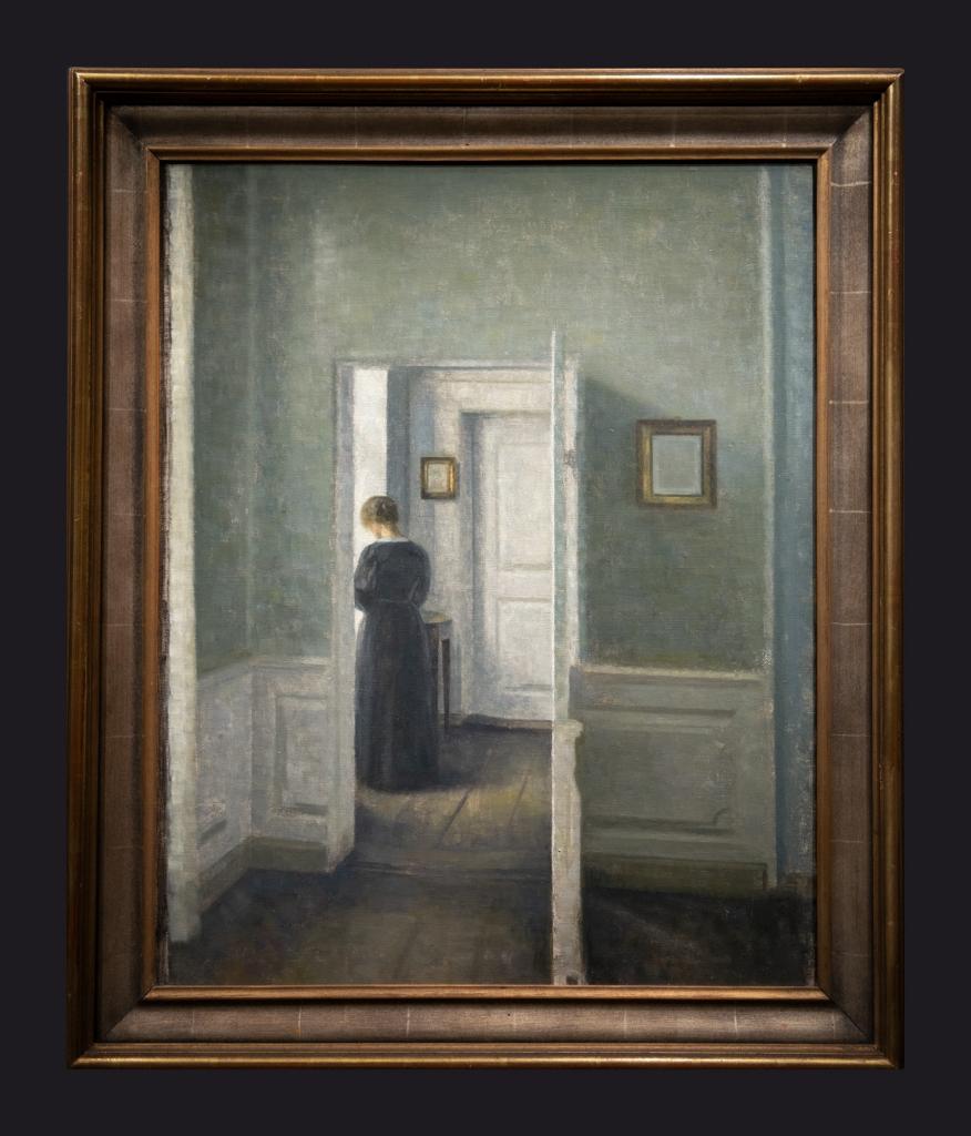 19 n.d., Intérieur avec une femme debout by Leslie Hossack