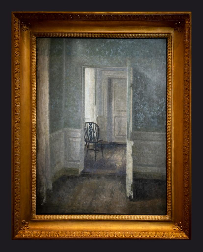 31 1913, Intérieur avec une chaise Windsor by Leslie Hossack